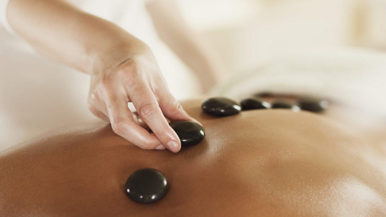 Hotstone massage bij Weleda City Spa in Den Haag, Rotterdam en Oegstgeest